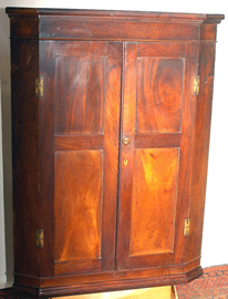 EARLY MAHOGANY HANGING CORNER CUPBOARD