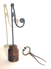 EARLY IRON RUSH LAMP & NIPPERS