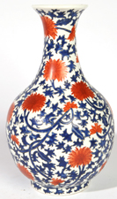 QIANLONG MARKED CHINESE PORCELAIN VASE