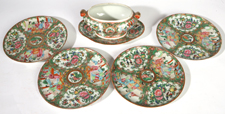 GROUP OF CHINESE EXPORT ROSE MEDALLION PORCELAIN
