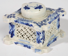 CHINESE BLUE & WHITE PORCELAIN INKWELL