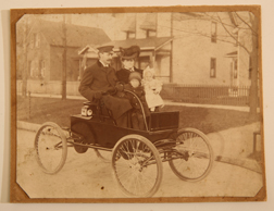FINE 1902 ORIENT RUNABOUT AUTOMOBILE PHOTO
