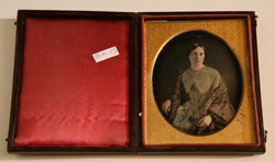 LOVELY QUARTER PLATE DAGUERREOTYPE OF YOUNG LADY