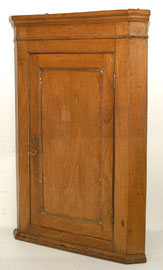 Early Hanging Corner Cabinet