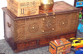 PERSIAN BLANKET CHEST