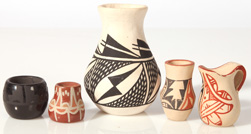 GROUP OF MINIATURE NATIVE AMERICAN PUEBLO POTTERY